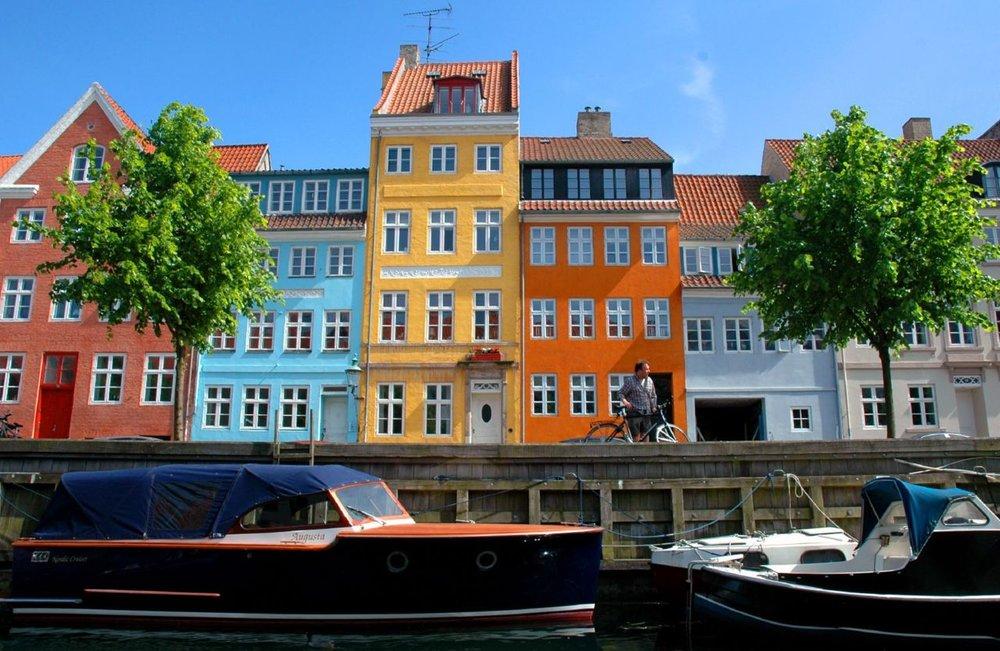 copenhagen houses boats.jpg