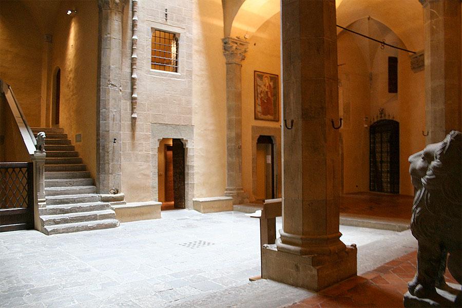 Davanzati courtyard.jpg