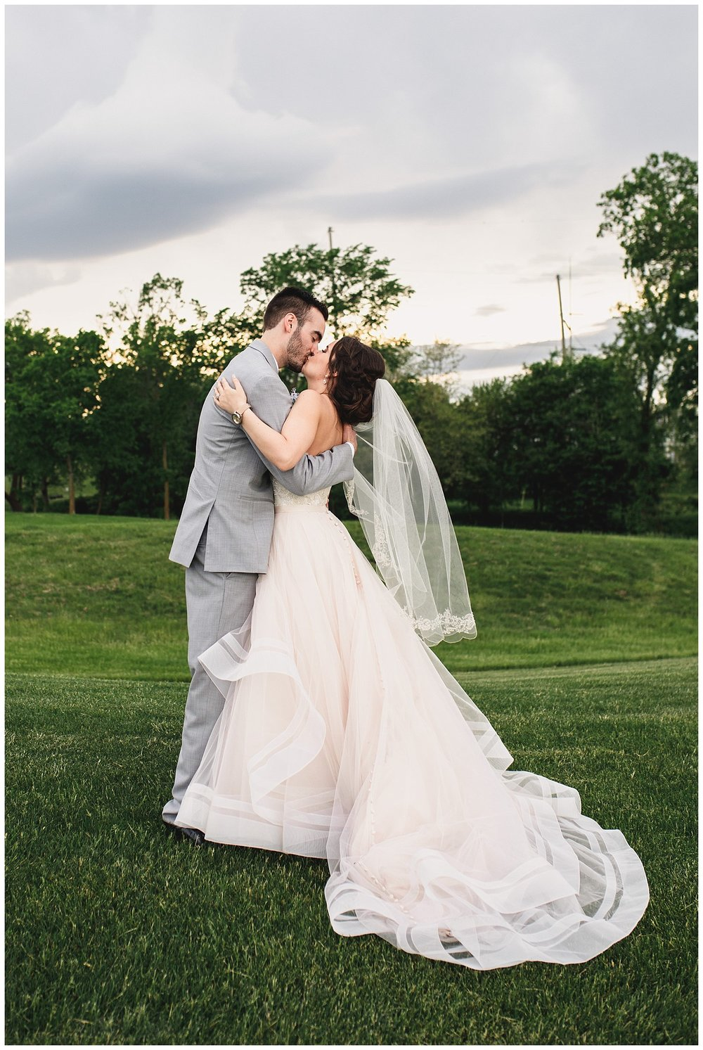Tiffany_Greens_Golf_Club_Kansas_City_Wedding_Nikki_David_Spring_Wedding_Kelsey_Diane_Photography_0060.jpg