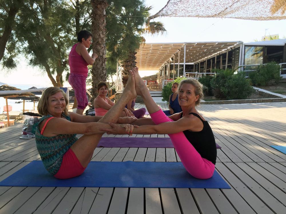 ruth et sophie yoga.jpg