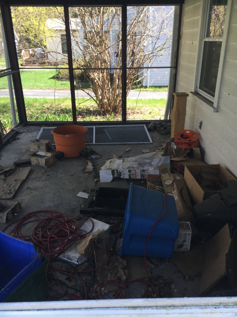 an intro to our backyard patio makeover with valsparaballadofbright