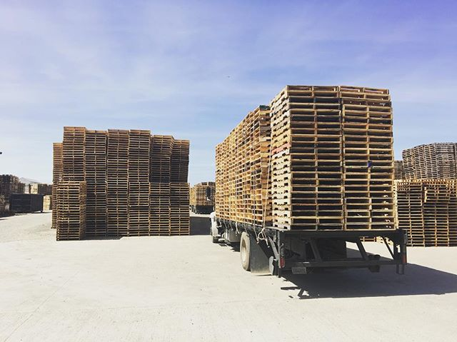 Trucks going in, trucks going out. 🚚  #Pallets #Pallet #Lumber #Wood #Warehouse #Shipping #Logistics #Trucking #Hauling #BayArea #Newark #Stockton #California #Custom #BrandNew #Standard #SmallBusiness #FamilyOwned #DIY
