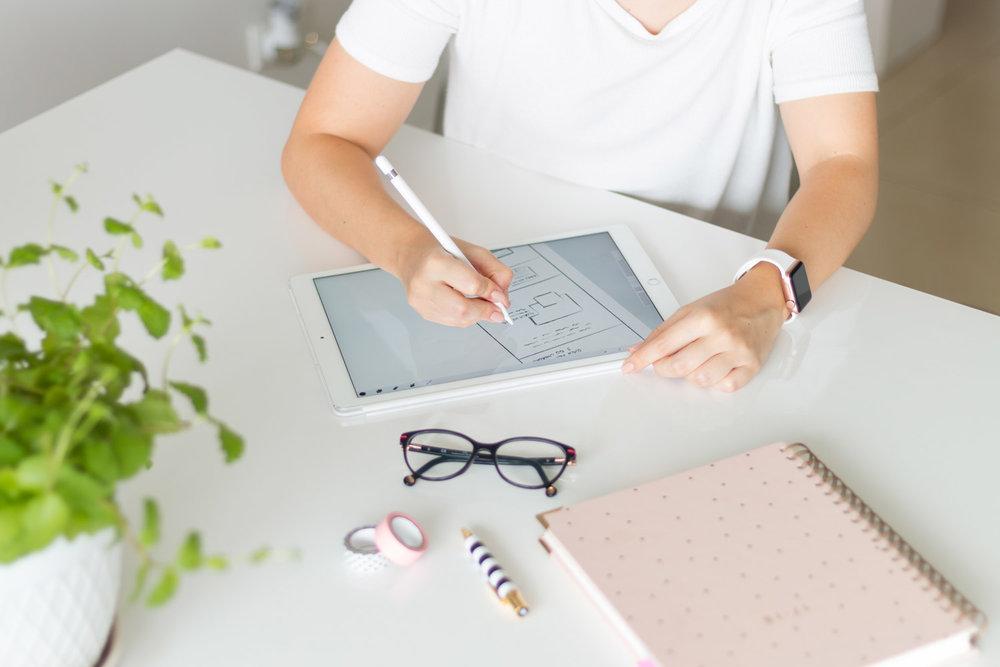identidad visual - Capta la atención de tus potenciales clientes con una identidad atractiva y consistente.Logo, manual de marca y complementos que te ayudarán a vender más y mejor.