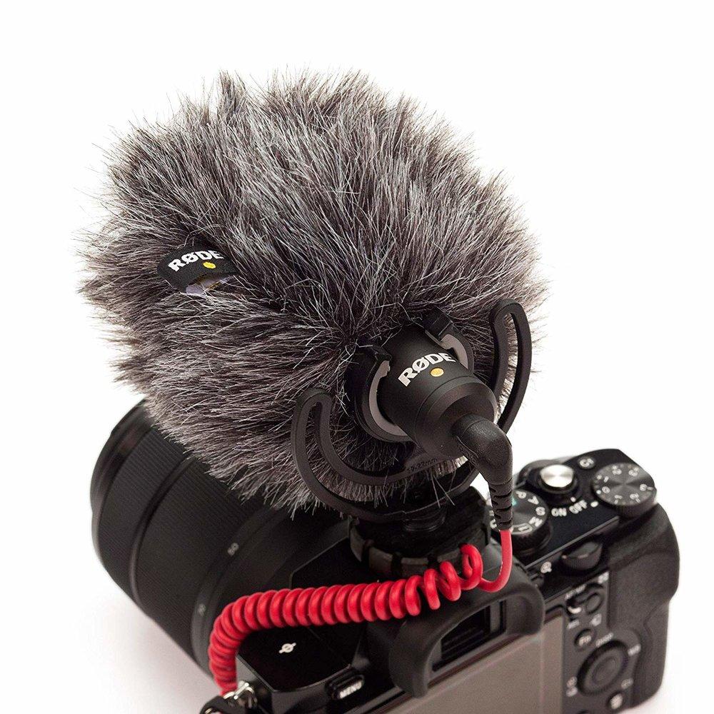 Micrófono de cámara - Este se coloca sobre la cámara Canon para tener mejor audio sin tener que utilizar el micrófono de solapa.