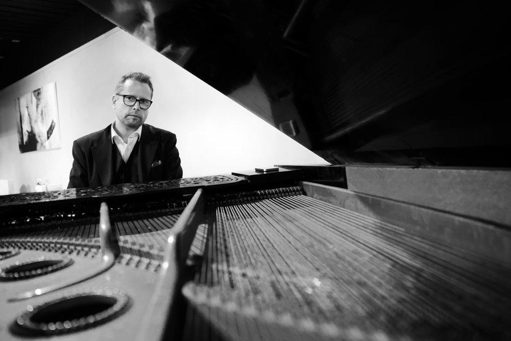 Markus Niittynen, piano and synthezisers.