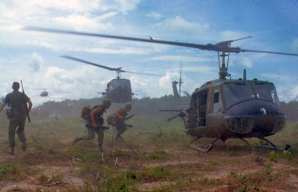UH-1D_helicopters_in_Vietnam_1966.jpg