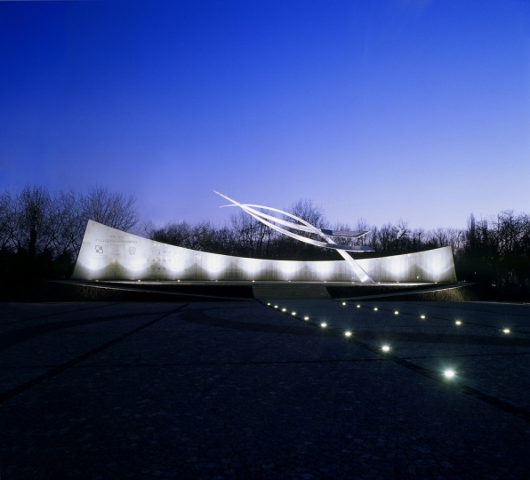 Polish Air Force Memorial , Warsaw, Poland