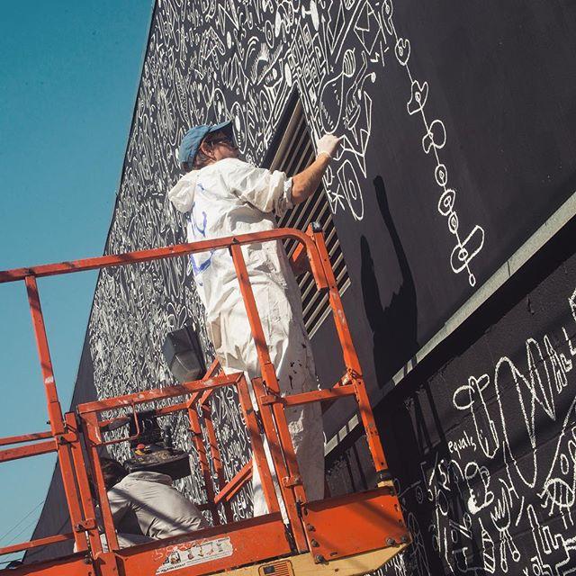 Así se ve el mural de Fernando García Roel, @katiemerz seguirá trabajando toda esta semana para embellecer nuestro distrito con su obra.