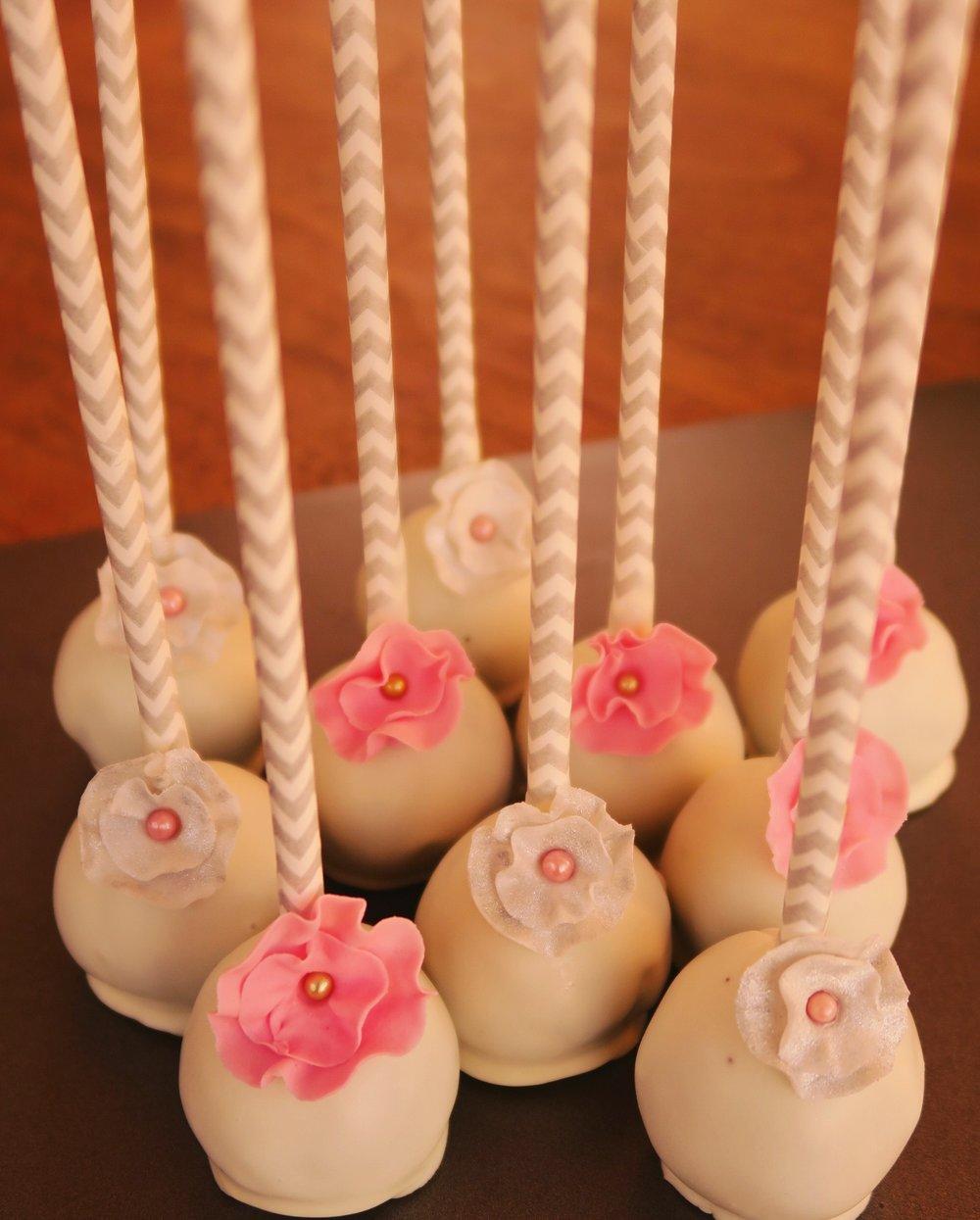 Ruflle flower cake pops.jpg