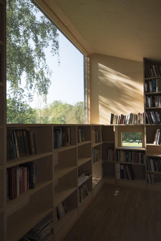 11/05/2017 - KEBONYUn garage transformé en bibliothèque...