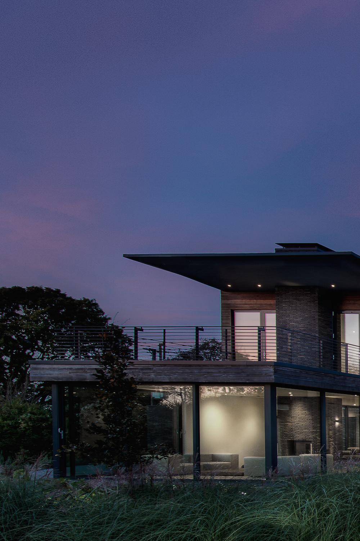 18/04/2018 - KEBONYKebony habille une villa spectaculaire à...