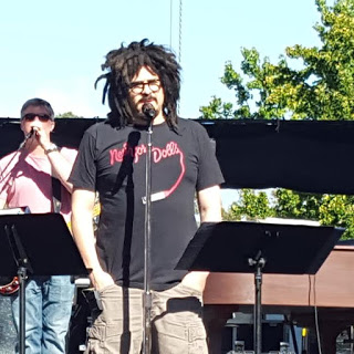 Adam Duritz during soundcheck at Irvine Meadows photo by Jessica Klausing