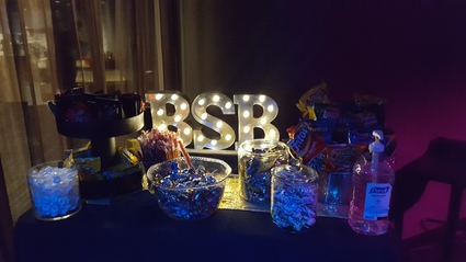 Love that snazzy BSB lamp on the food table.