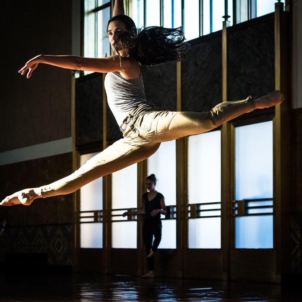 DancersandUnionStationDec2016 (1 of 1)-143.jpg