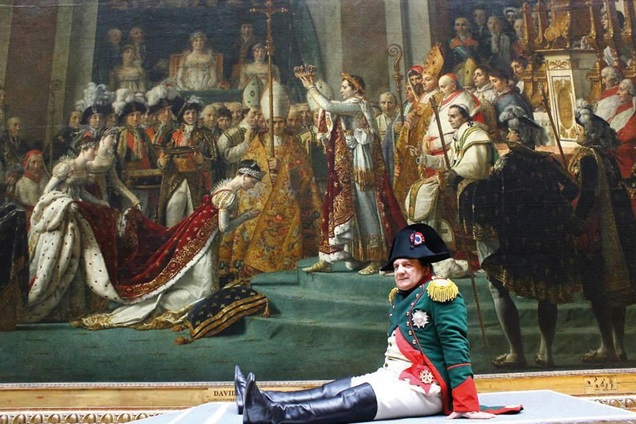 Various historical characters inhabit the Louvre in Francophonia