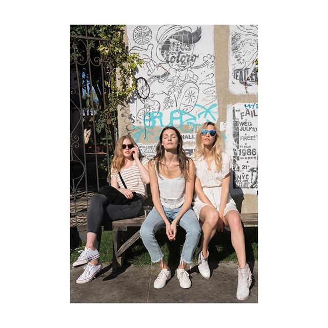 ~hangouts with these rad #girls 💙 are the best~ 🌞 #ragirls #sunremedies #remediesapothecary #gonatural #naturalskincare #begoodyourskin #vitamind #todaysmood  Photo by @aleksandrarastovic