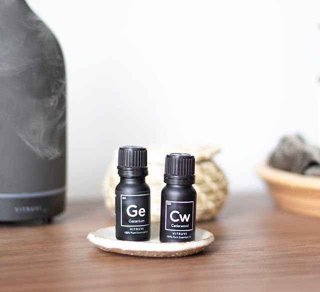 The Guide to Intentional Giving 🎁 ~ | 100% Pure Natural Essential Oils | ~ These soothing winter scents create perfect cozy gifts for the holidays. Siblings Sara and Sean created @vitruvi as a collection of 100% natural essential oils that would help promote mindfulness and natural selfcare practices 🌱