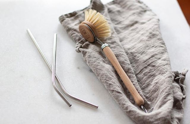 The Guide to Intentional Giving 🎁 ~ | Sustainable Stocking Stuffers | Eco-chic kitchen tools and stainless steel reusable straws make ideal stocking stuffers! This Dish Brush has fully compostable brush heads which can be replaced ♻️ ~ Both are sold at @packagefreeshop
