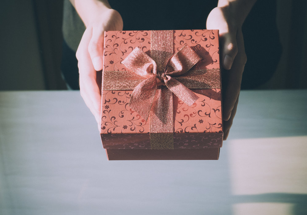 Gifting based on the 5 love languages: gift ideas for love languages