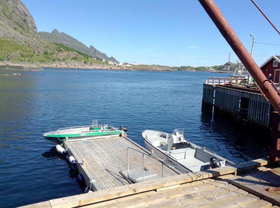 Utleie båt, Å i Lofoten. Bilde av flytebrygge ved Å Feskarbrygga.