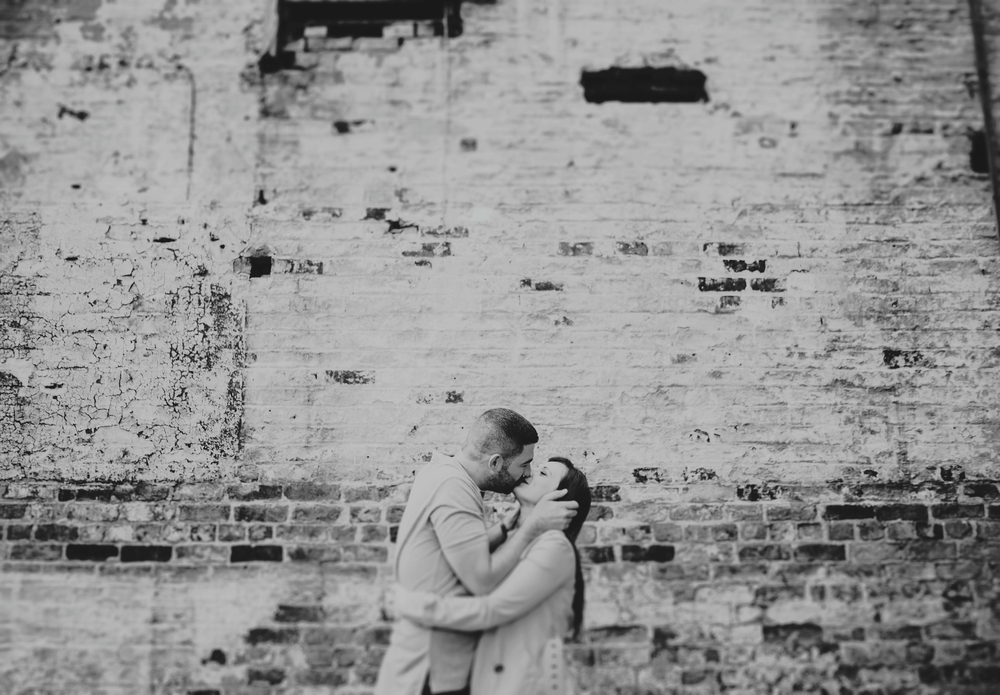 kissing couple in manchester