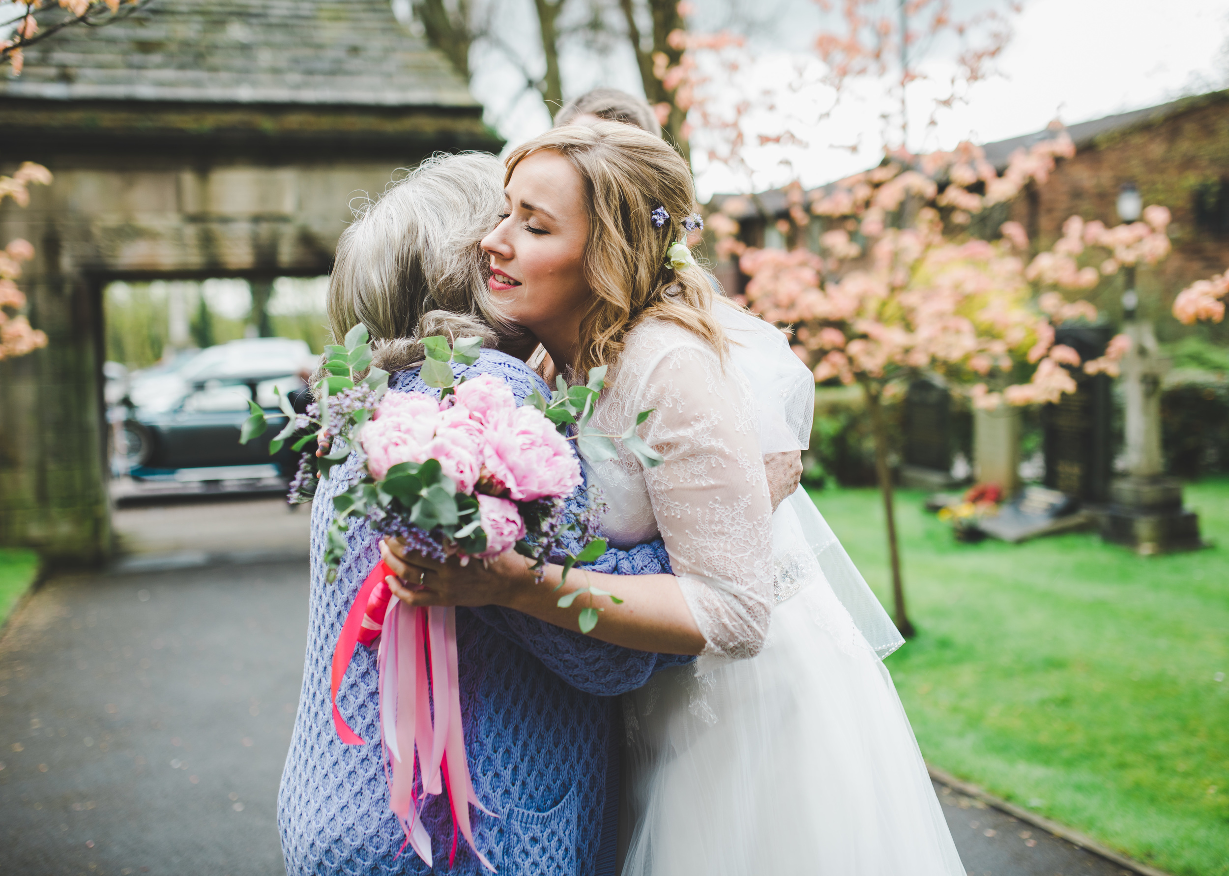 cheshire wedding photography - bride hugs guest