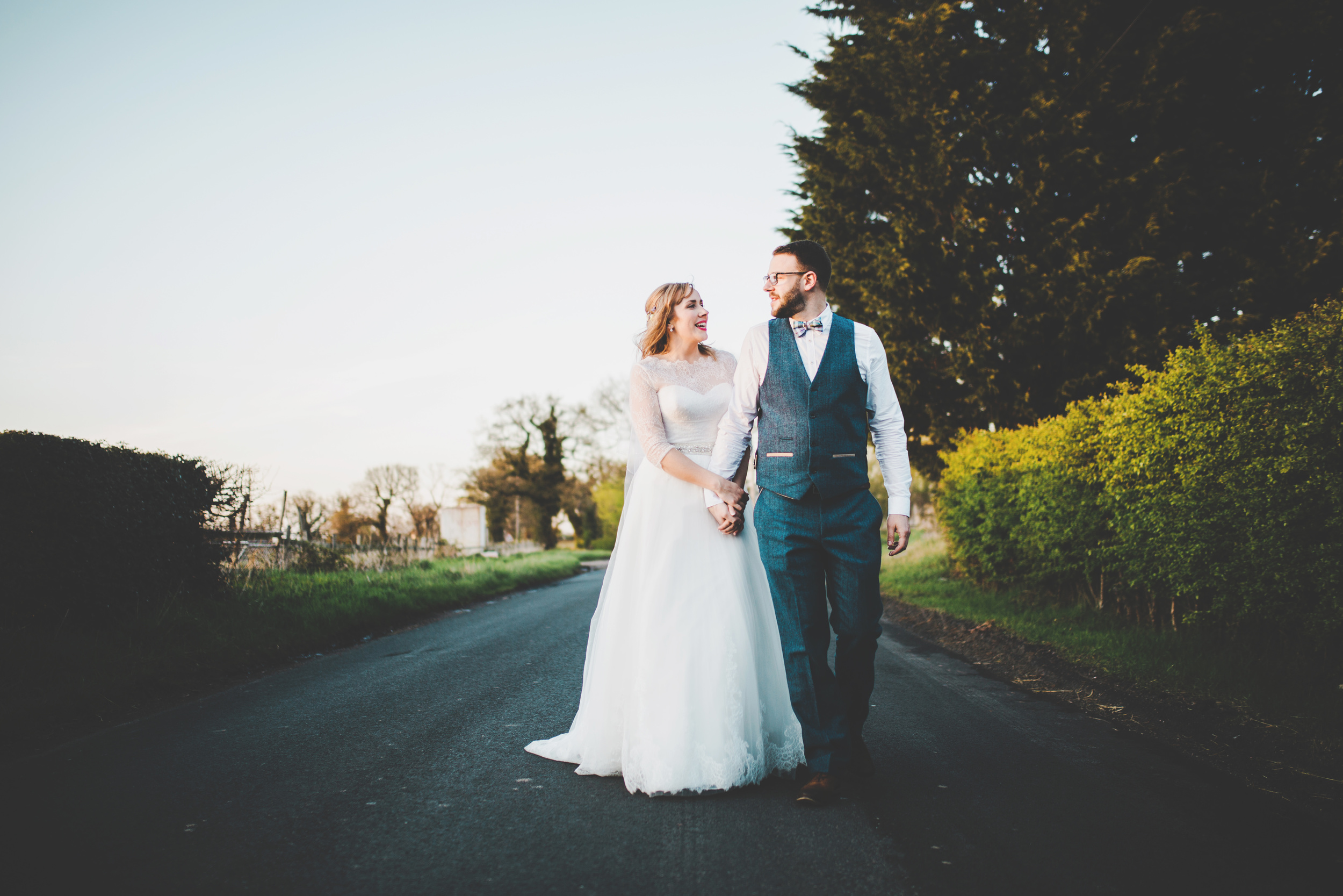 walking in the lanes - relaxed wedding photography