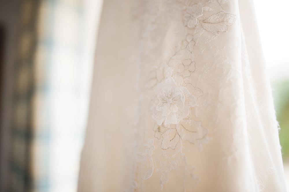 Creative weddin gphotographer- Wedding dress detail