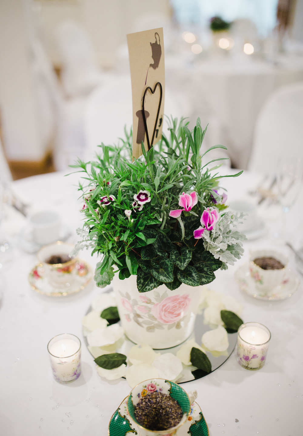Vintage table arrangements for the relaxed wedding