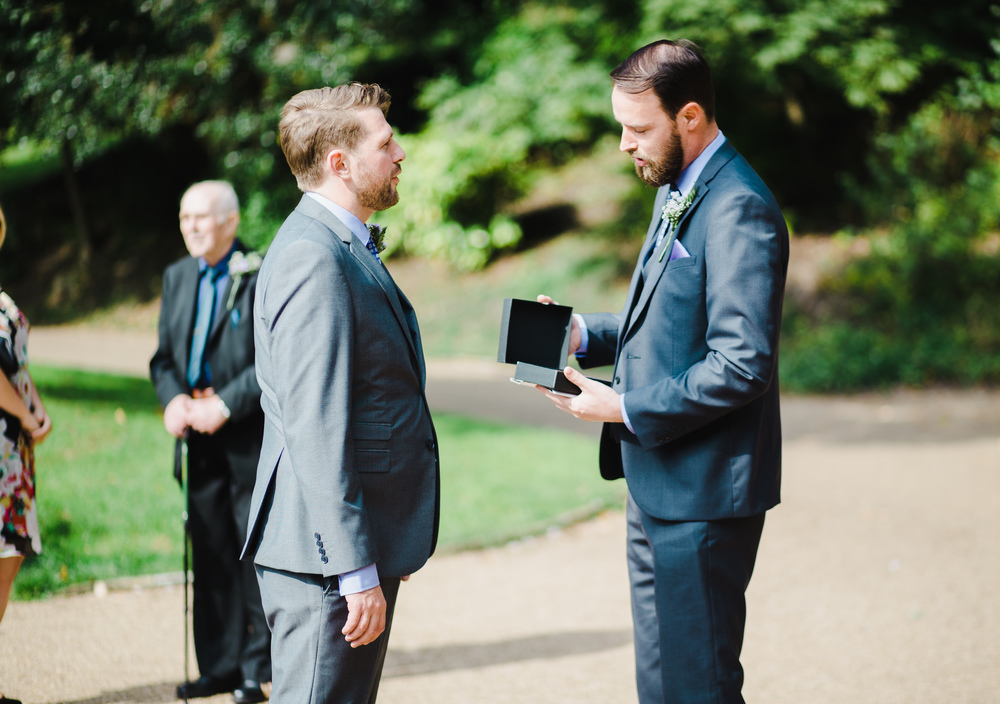 A gift from groom to best man- Photographing the outdoor wedding