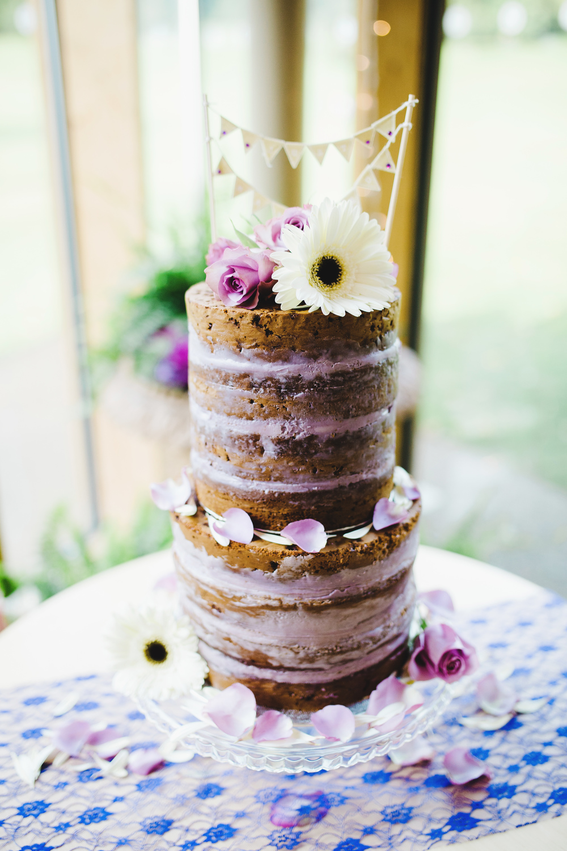 A naked wedding cake- Outdoor wedding photographer