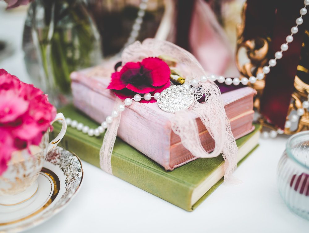 The table decoration for the vintage themed wedding