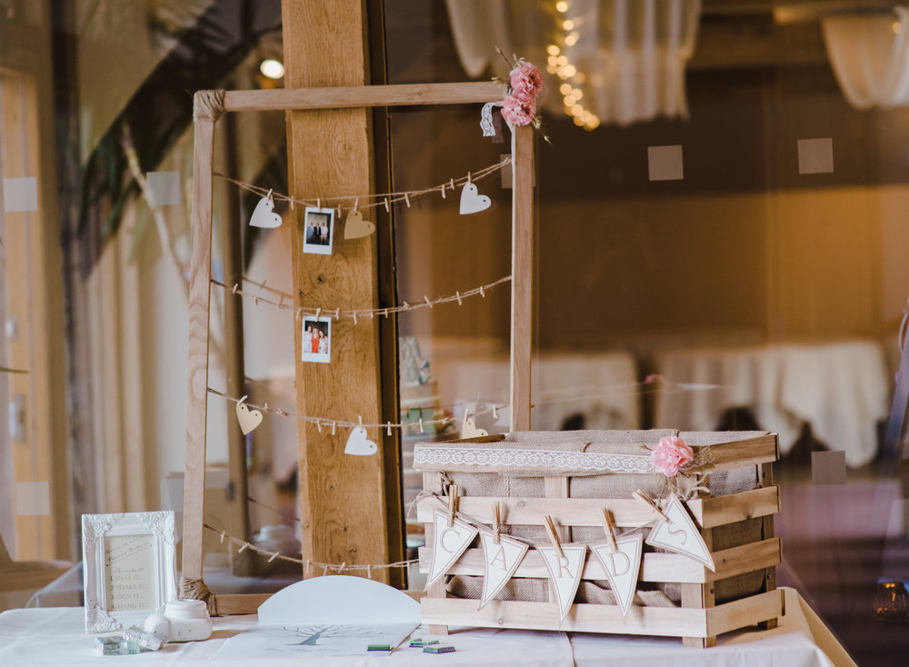 A place to put wedding cards and leave a message for the new weds -DIY wedding