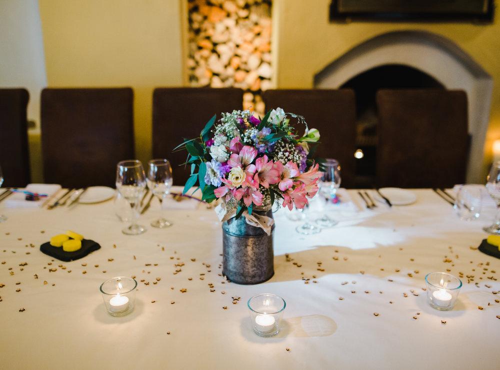 Table arrangements- Simplistic relaxed wedding
