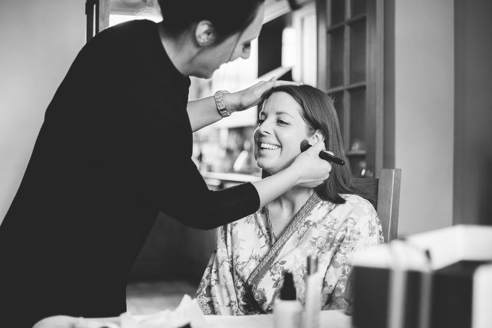 The bride getting her makeup done, Documentary photographer