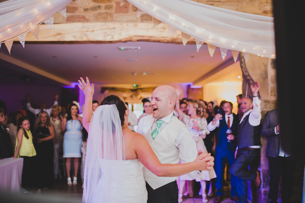 Documentary wedding photography o the bride and grooms first dance