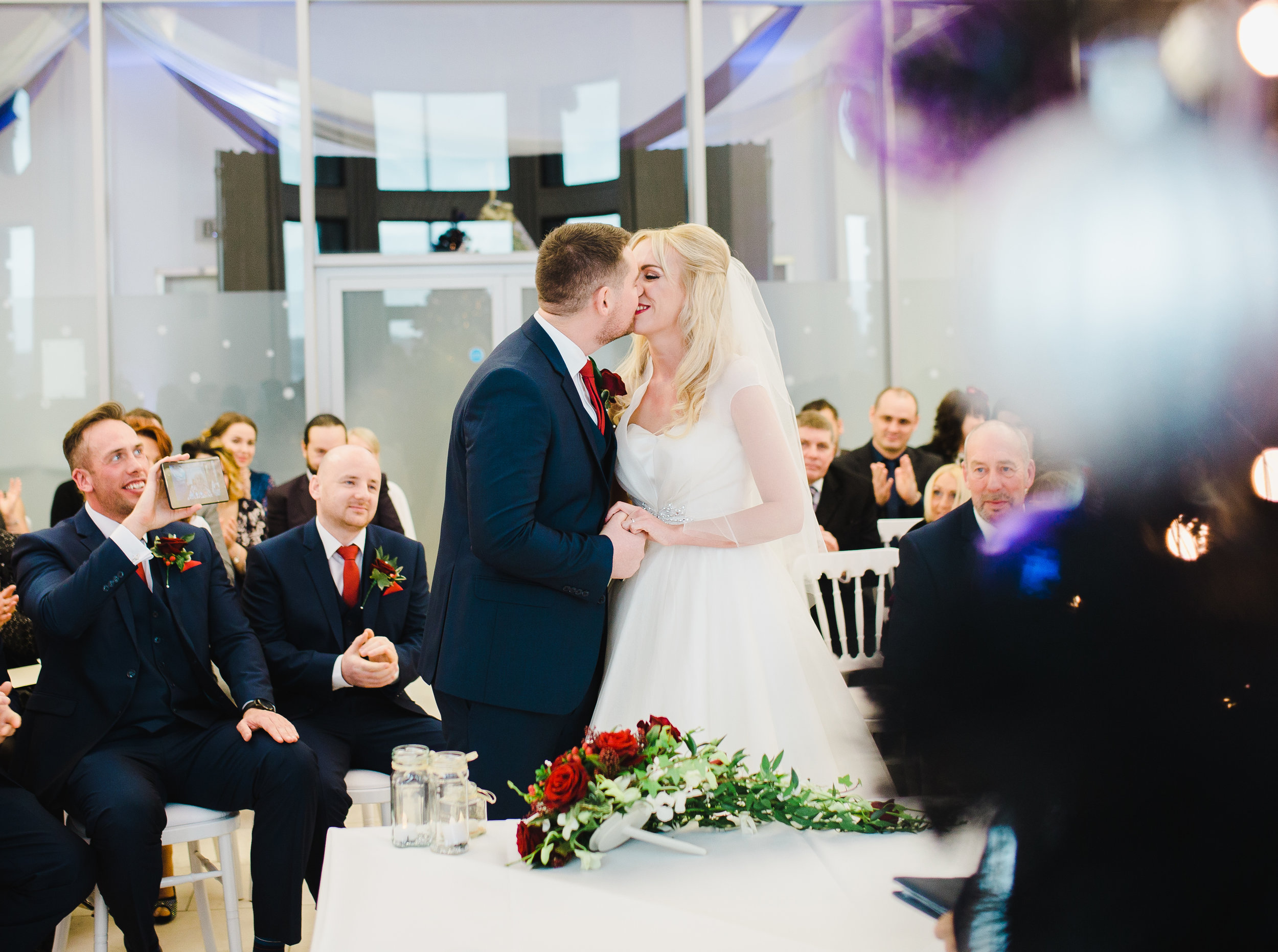 first kiss - Liver building wedding