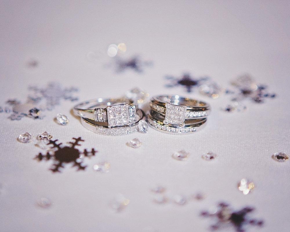 winter wedding - wedding rings
