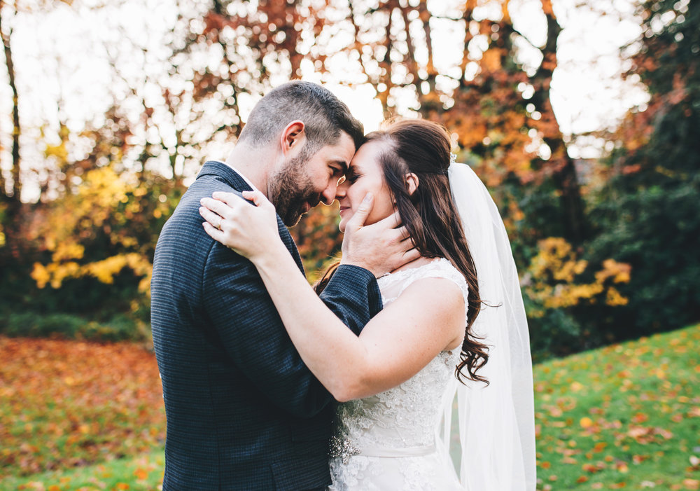 autumn wedding pictures - bride and groom in the gardens at Ashfield House