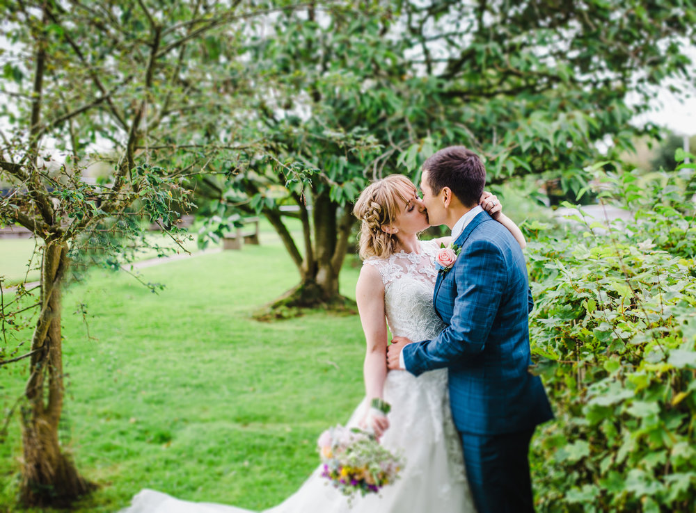 intimate and relaxed wedding photography