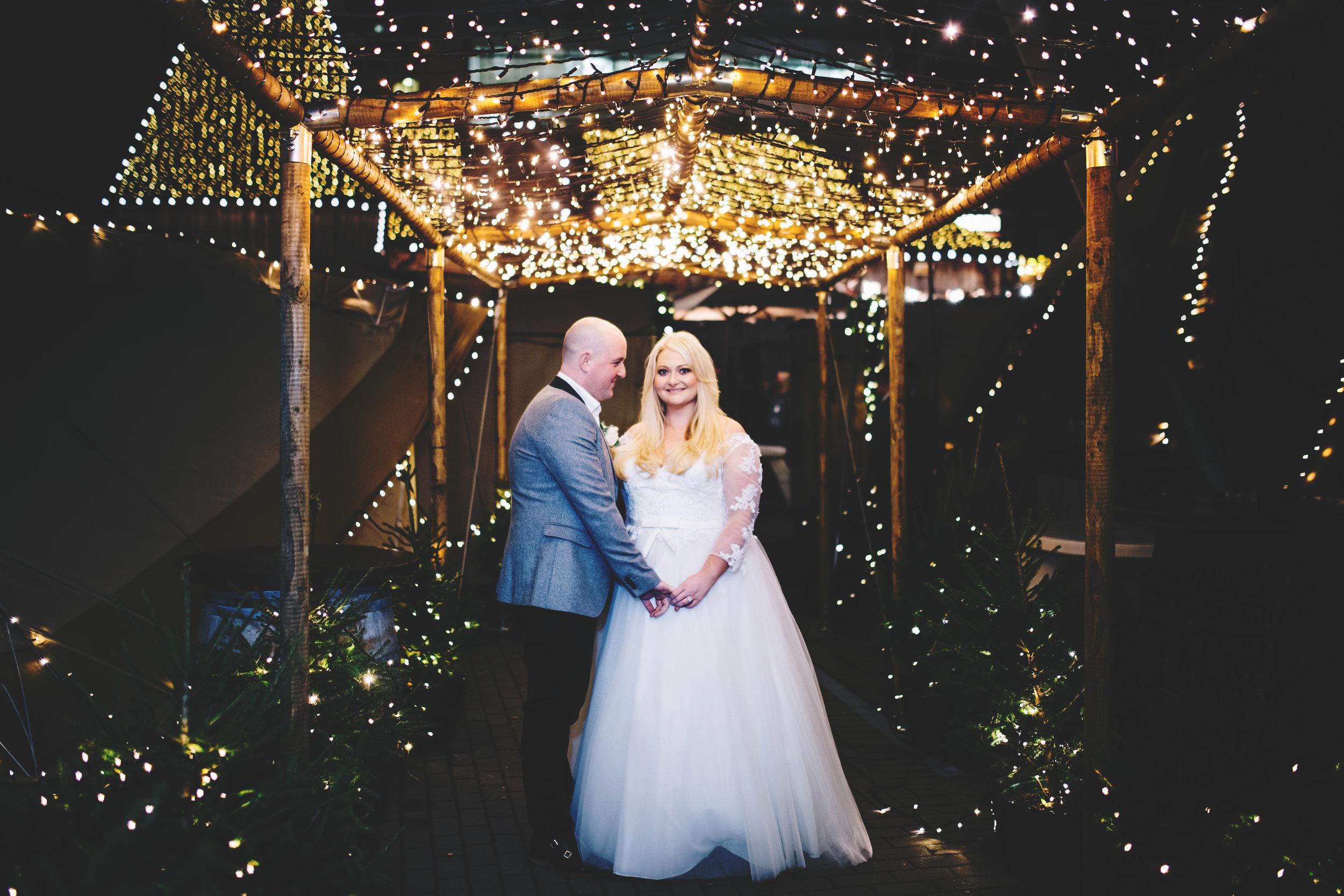 creative winter wedding pictures