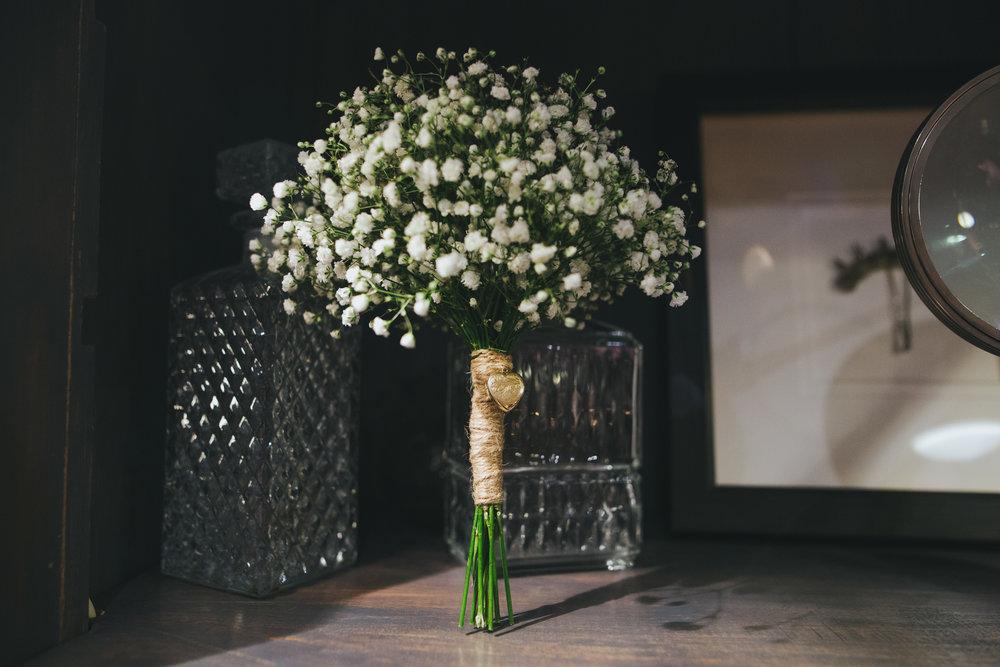 picture of bride's bouquet - artist wedding images