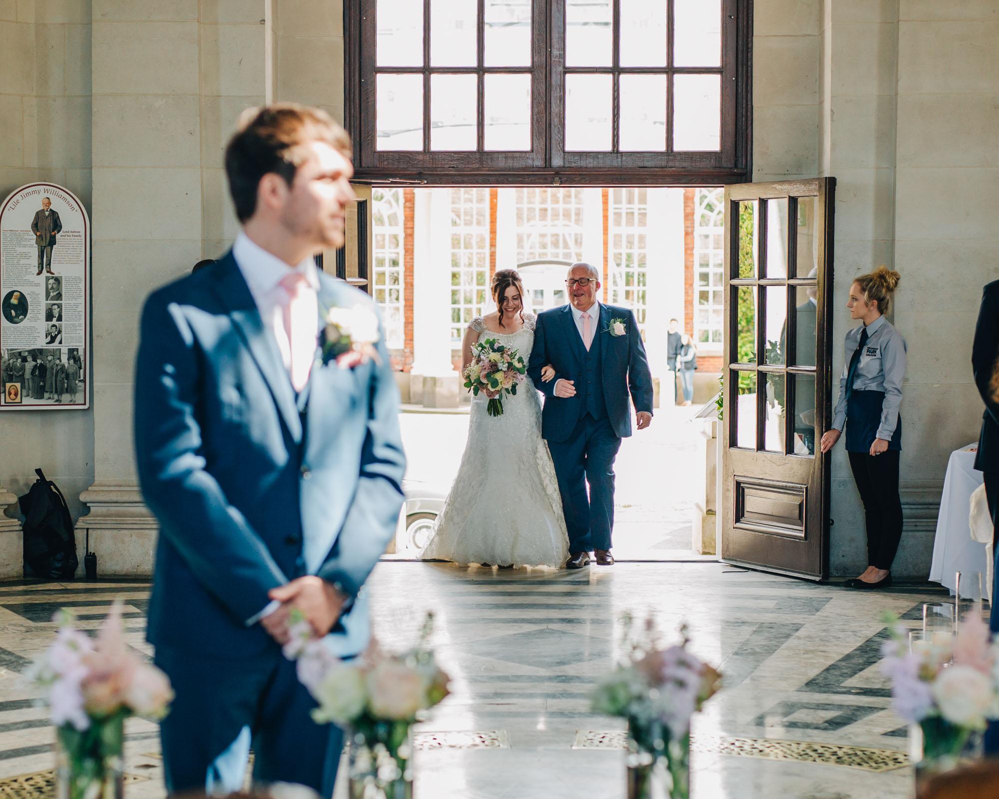 Lancashire wedding photographer - bride arrives at Ashton Memorial wedding