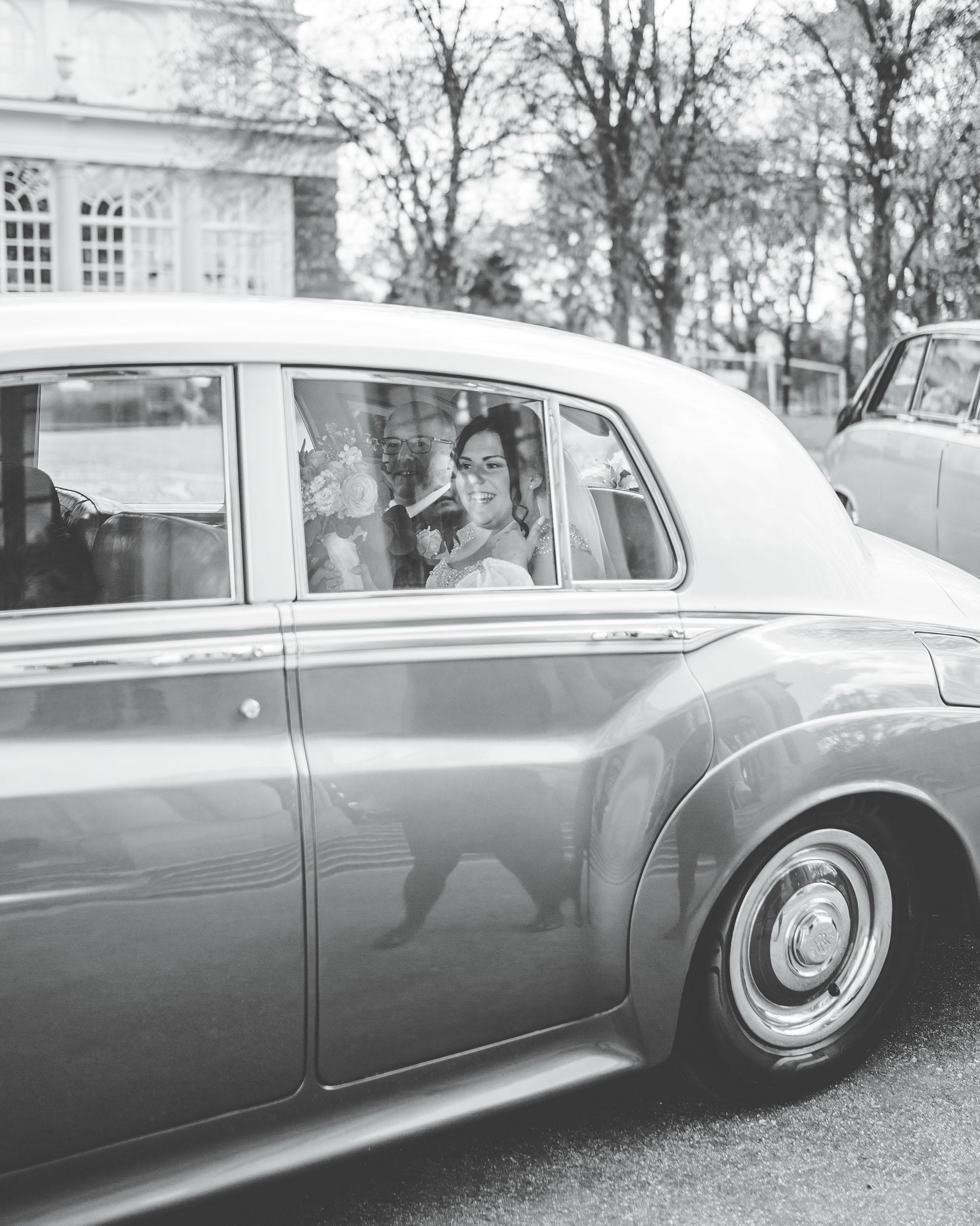 bride arrives at Ashton Memorial wedding