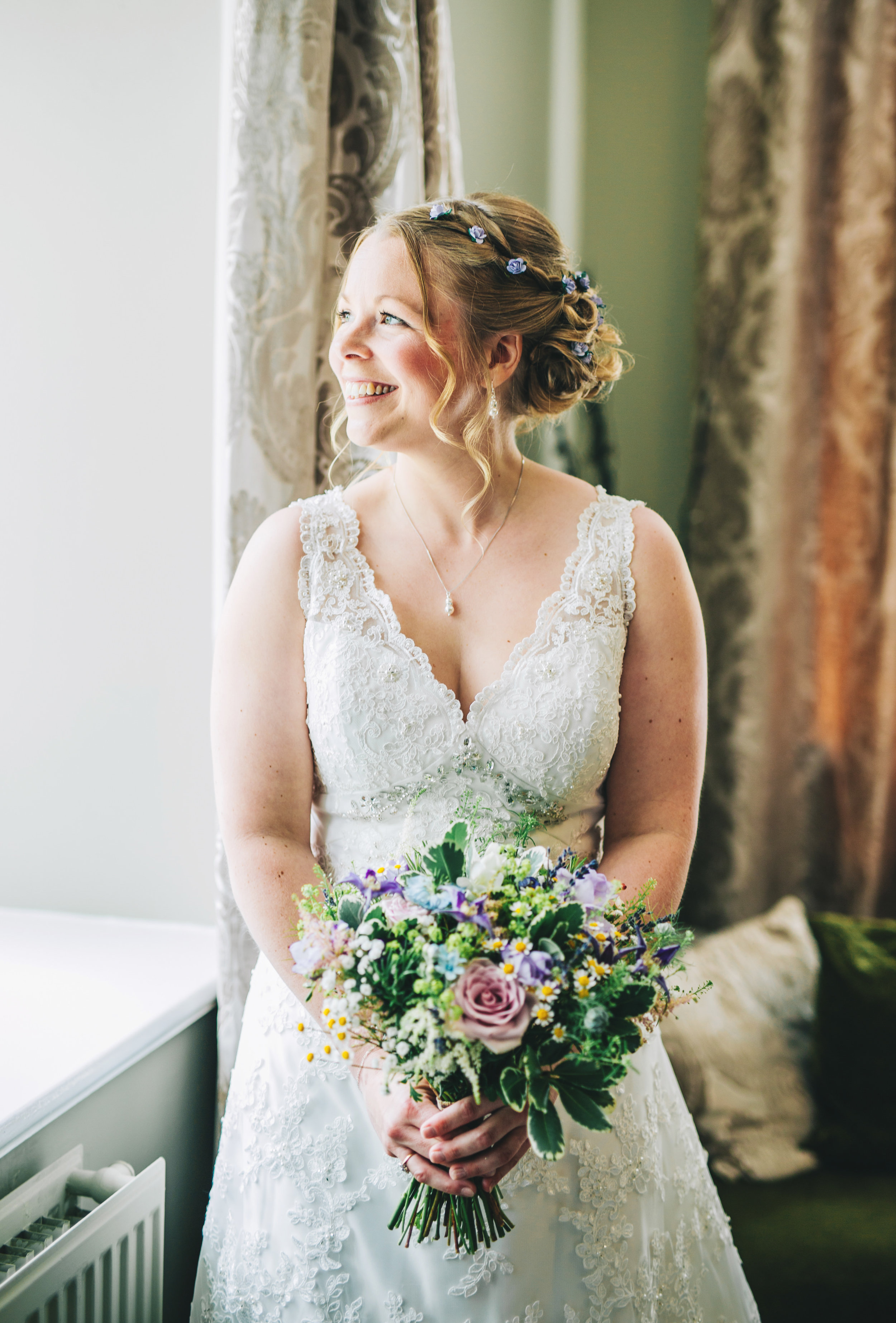 gorgeous natural light wedding pictures in the Lake District