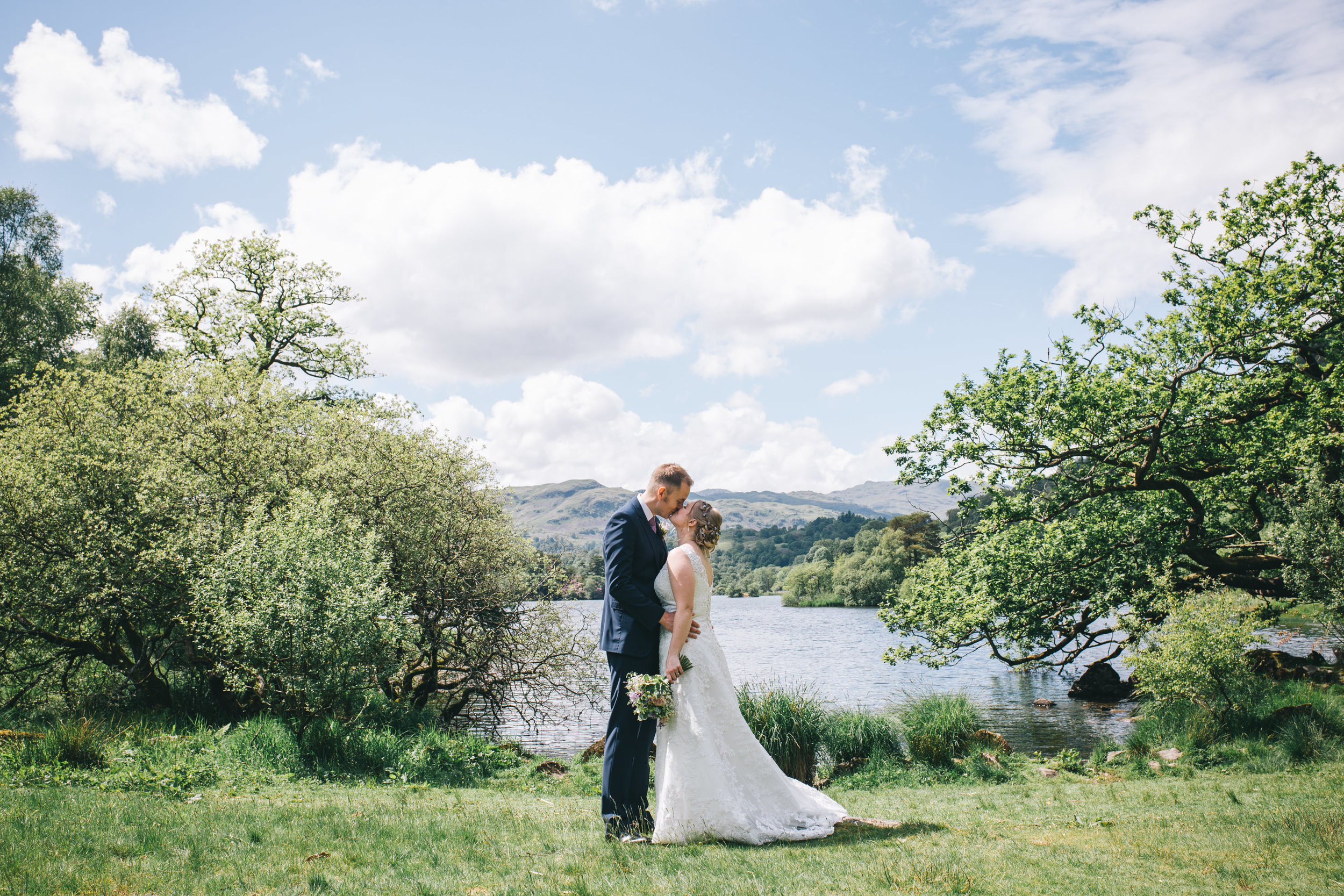 Cote How wedding venue - bride and groom by the lake