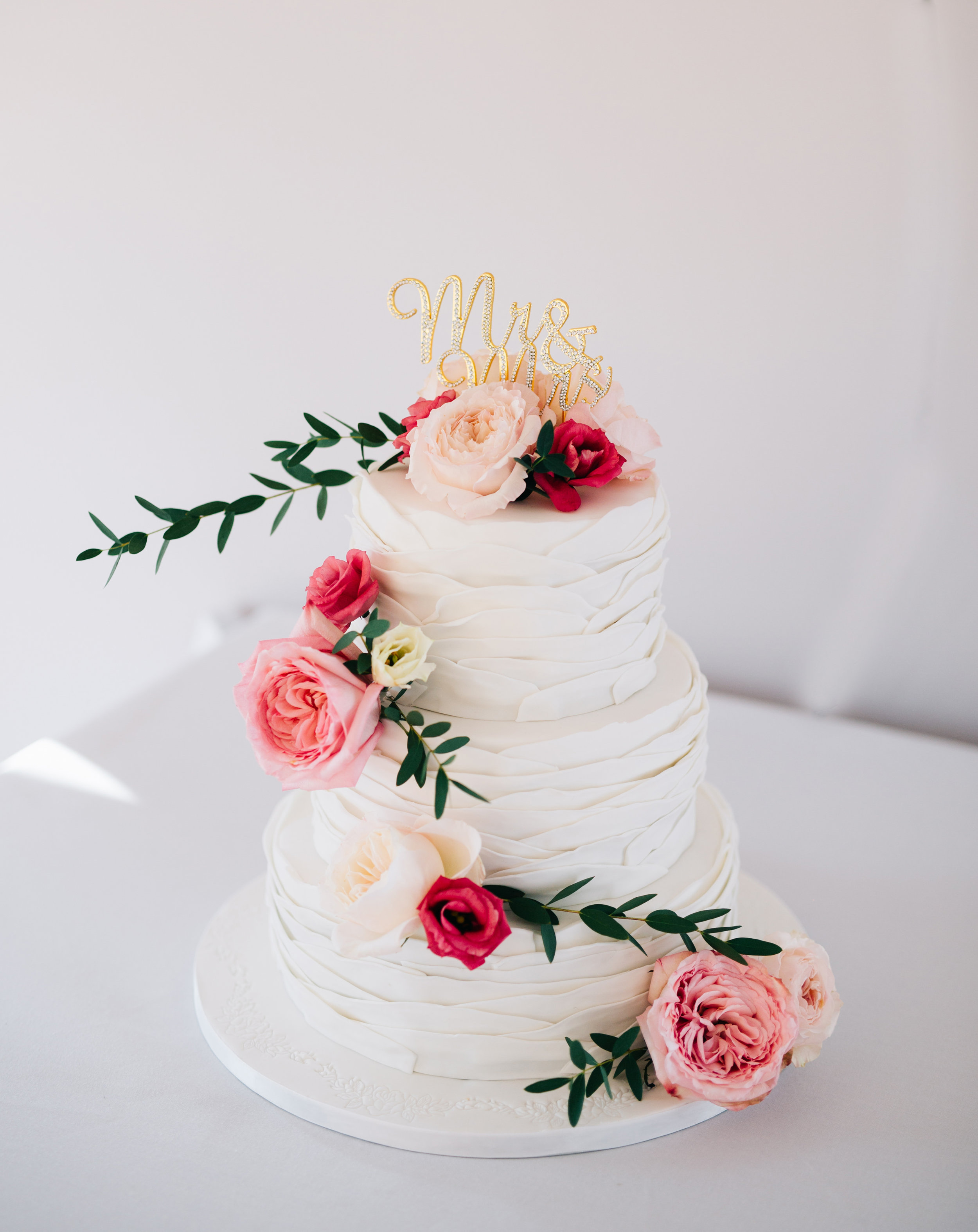 beautiful wedding cake at Fisherman's Retreat