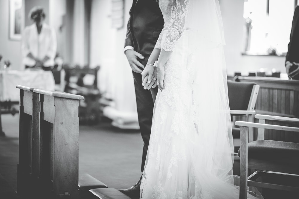 The bride and groom holding hands, black dew white photography, Clam relaxed wedding photographer.