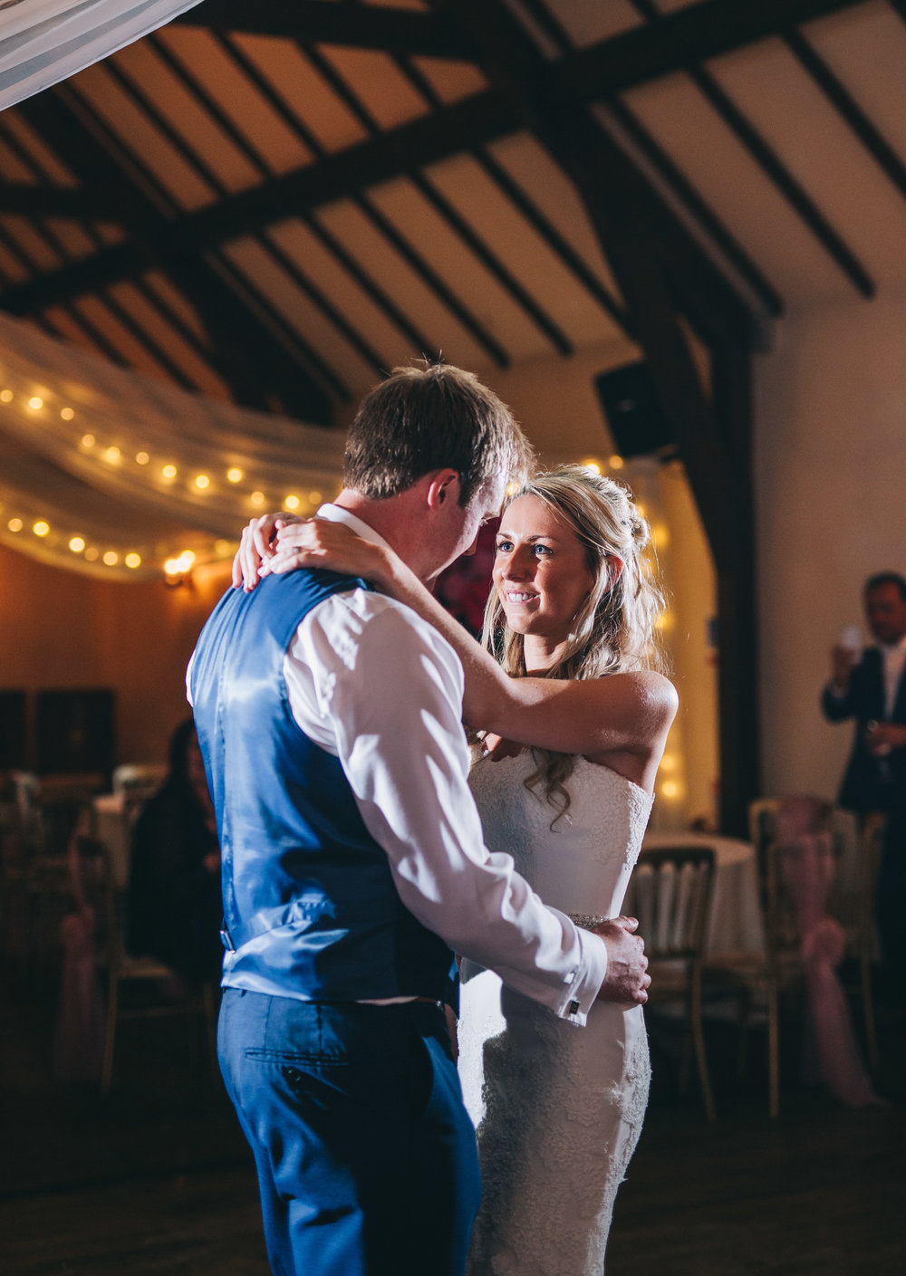 The bride and groom first dance, Creative wedding photographer.
