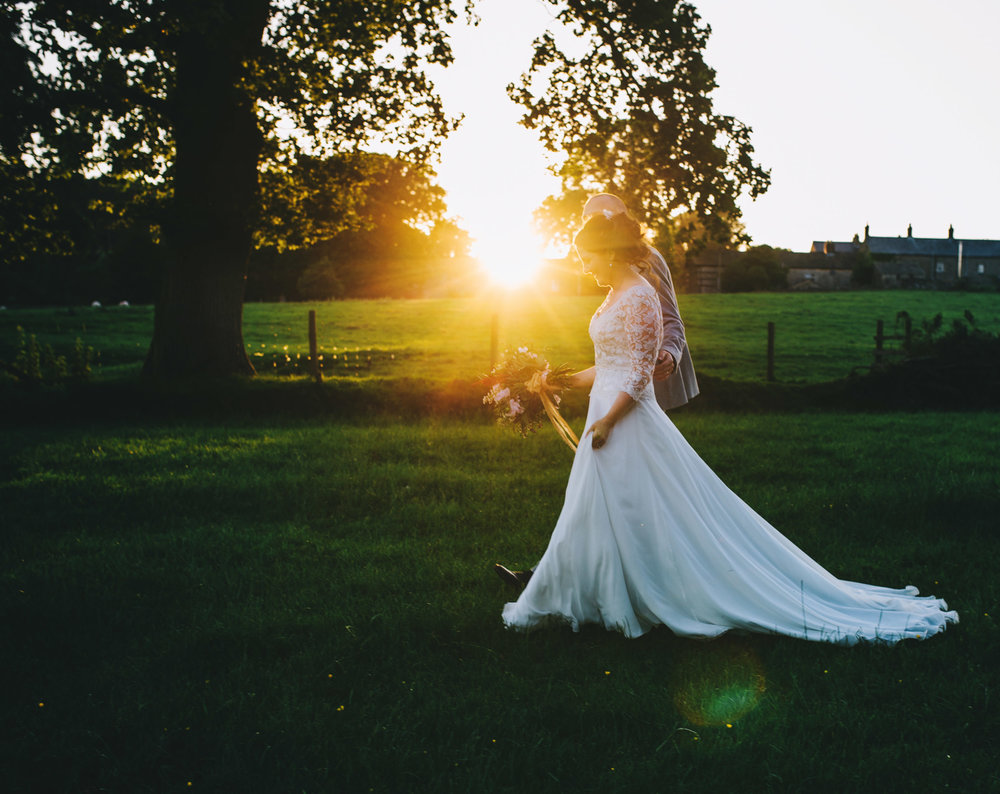 The bride walking along the sunset, Relaxed wedding photographer.